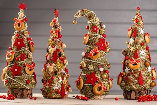 Ялинка декоративна з сіна, різдвяний декор