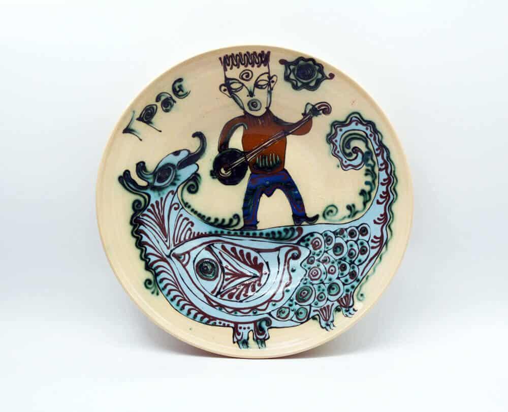 Декоративна таріль Грає, керамічний декор